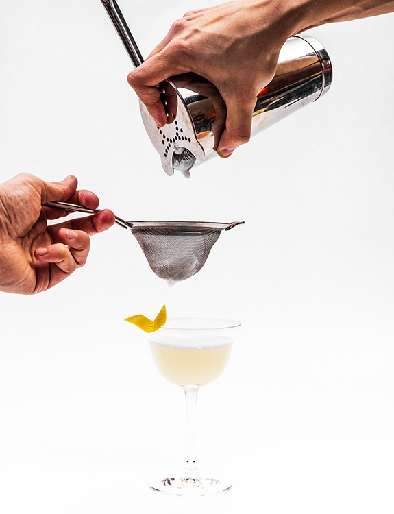 Tohi Gin Sour Cocktail making